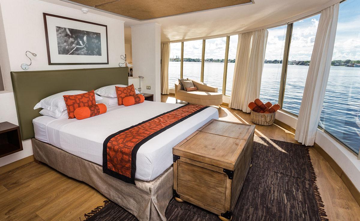 Benefits of an Amazon Cruise vs. Jungle Lodge