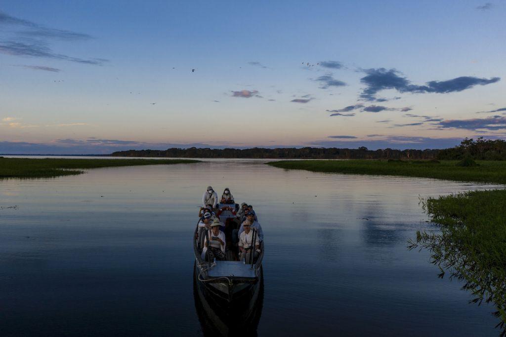 Night Safari Delfin Amazon Cruises